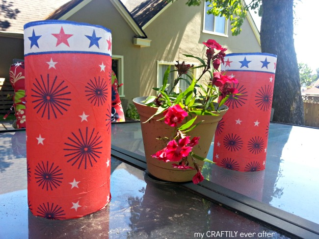 I love these patriotic candle holders! Perfect for the 4th of July and they only take 10 minutes! Tutorial at My Craftily Ever After