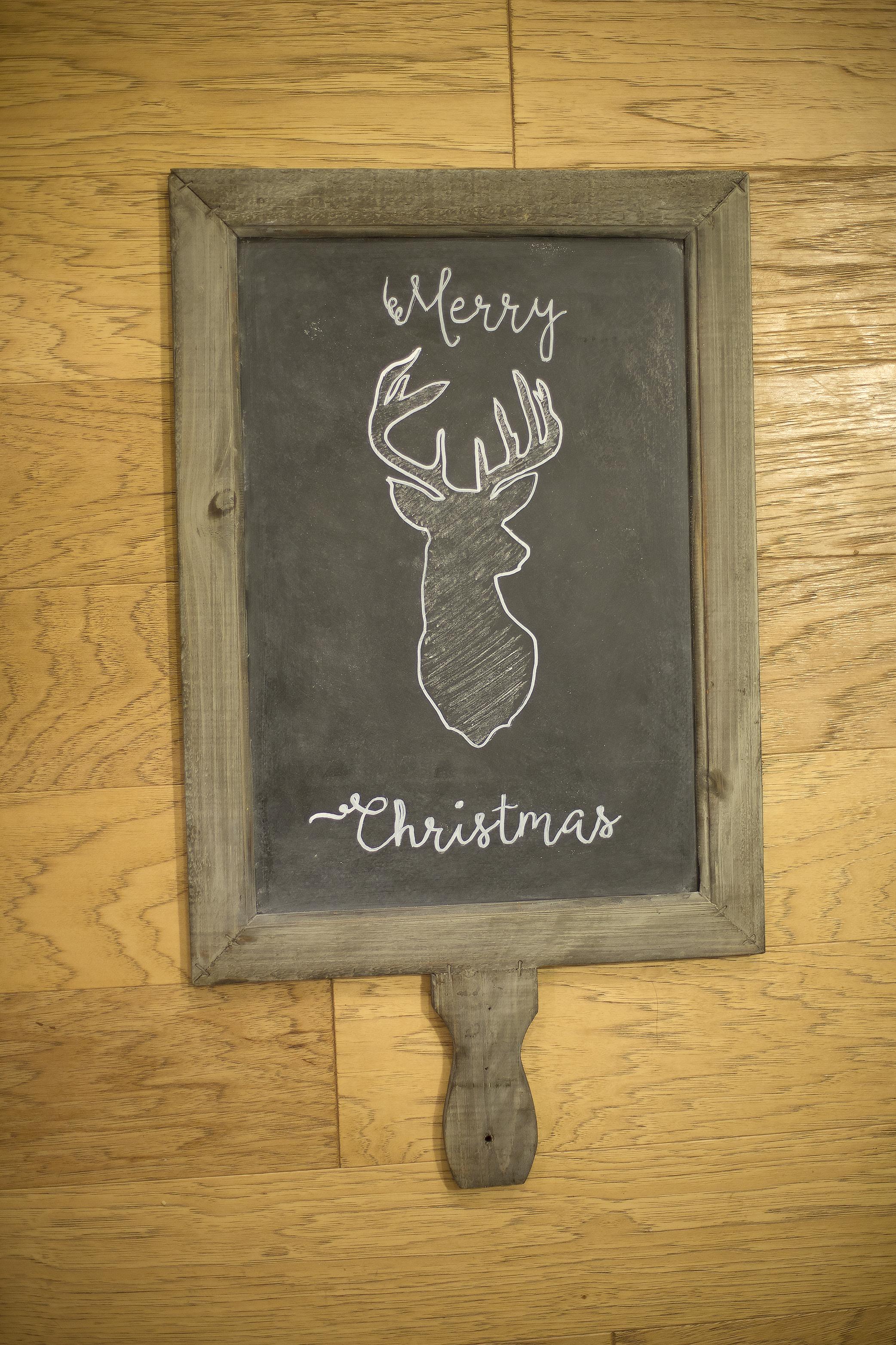 Easy Chalkboard Christmas Art